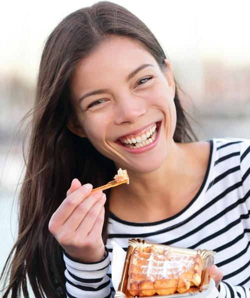 Frau ist Glücklich mit der Ernährungsberatung in Hamburg