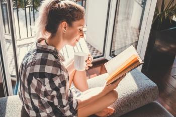 Entspannung in Hamburg | Frau liest Buch